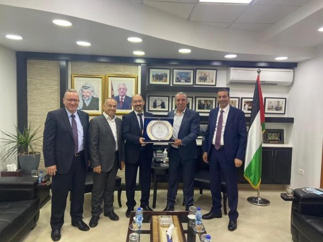 وزير الشؤون المدنية يلتقي ملتقى رجال الاعمال الفلسطيني