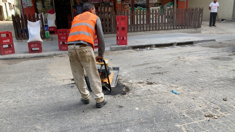 """البلدية تطالب بمحاسبتهم.. """"خارجون عن القانون"""" يعتدون على موظفي بلدية غزة"""