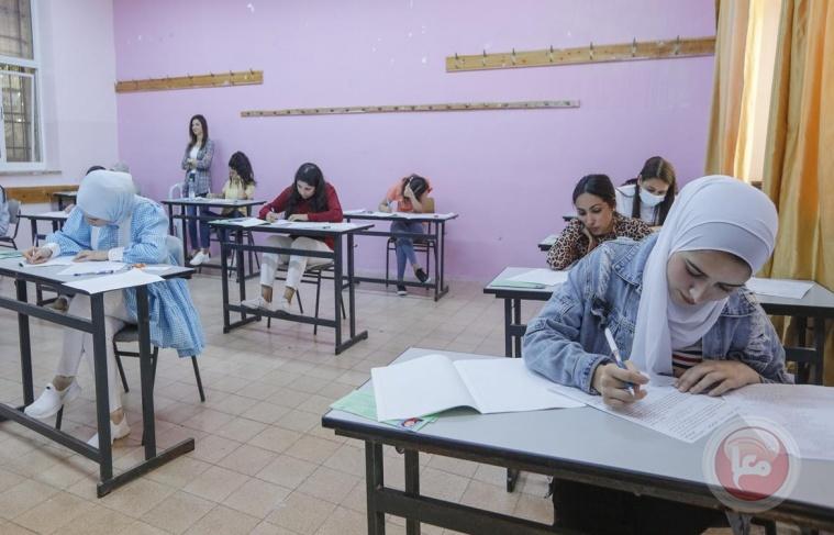رئيس الوزراء يفتتح امتحان الثانوية العامة من بيتا في نابلس