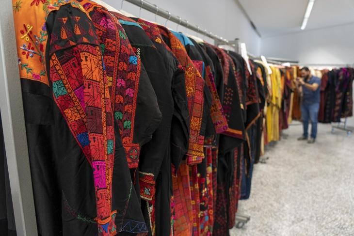 مجموعة الأثواب التي وصلت إلى المتحف الفلسطيني