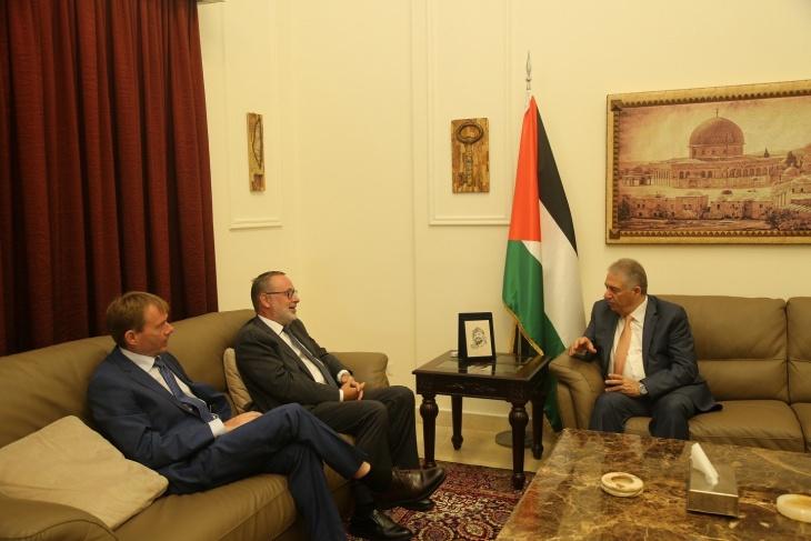 السفير دبور يستقبل السفير النرويجي في لبنان ووفدا من حزب الشعب الفلسطيني