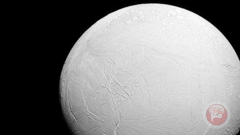 اكتشاف مصدر للميثان على سطح أحد أقمار زحل قد يكون بيئة مواتية للحياة