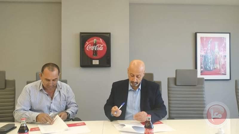 المشروبات الوطنية توقع اتفاقية لدعم فريق كرة القدم التابع لجمعية برج اللقلق المجتمعي