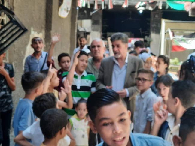 السفير عبد الهادي يتفقد مخيم اليرموك ويعايد على الأهالي