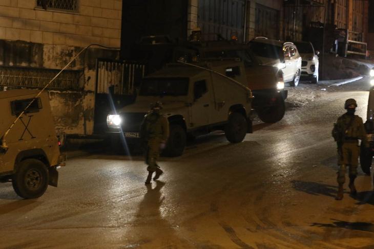 الصحة: استشهاد فتى متأثرا بإصابته برصاص الاحتلال في قرية النبي صالح