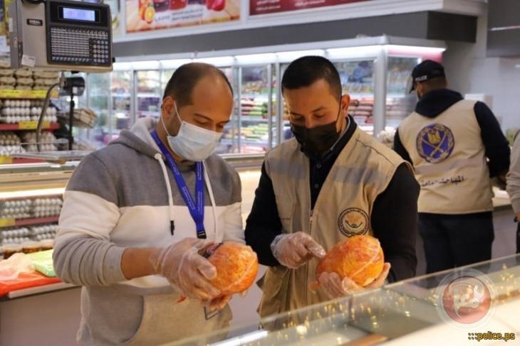 غزة:مباحث التموين تغلق مطعماً وتُحرر 50 محضر ضبط وإتلاف