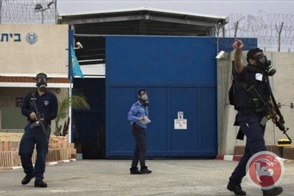 """نادي الأسير: إصابة أسير بـ """"كورونا"""" في قسم (14) بسجن """"عوفر"""""""