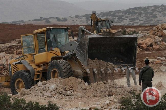 الاحتلال يجرف أراض لمواطنين غرب سلفيت