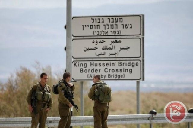 الاحتلال يعتقل مواطنة على معبر الكرامة
