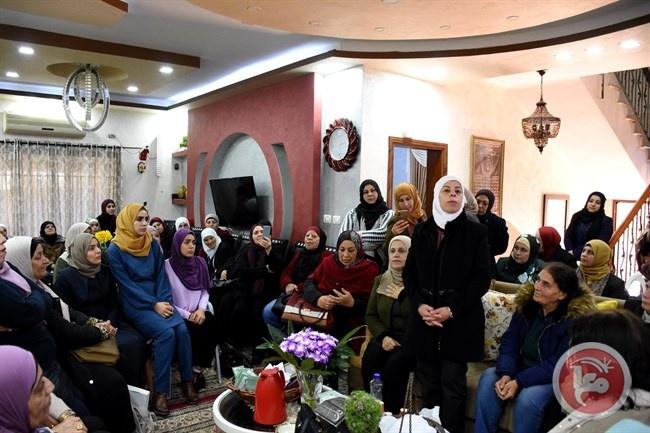 """محافظة سلفيت و""""الدراسات النسوية"""" تنفذان زيارة لعائلات الشهداء في بديا"""