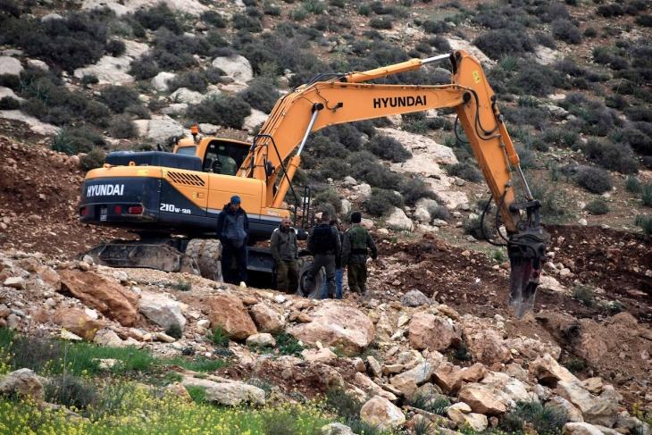 الاحتلال يواصل تجريف أراضٍ في قرية جينصافوط شرق قلقيلية