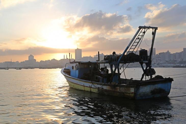 إسرائيل تعلن تقليص مسافة الصيد في قطاع غزة