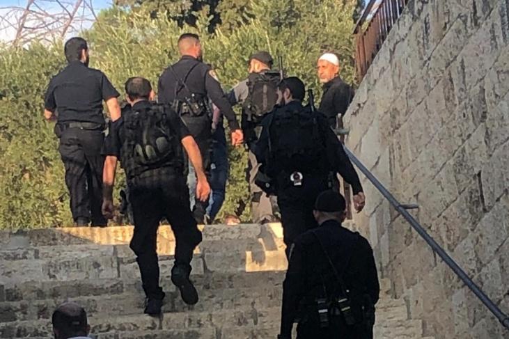 الاحتلال يعتقل شابين من المسجد الأقصى