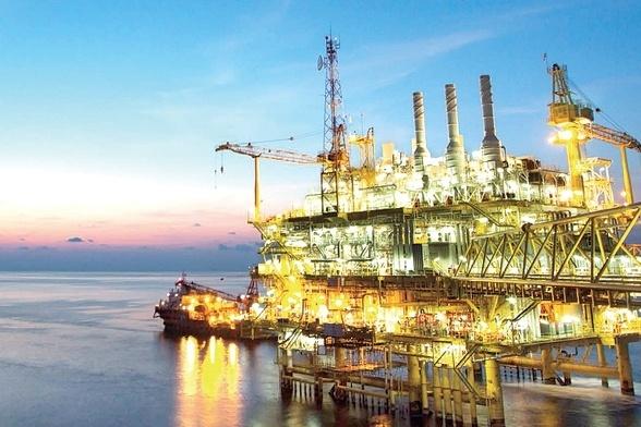 النفط يصعد ويسجل ذروة 3 أشهر