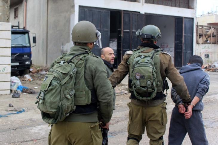 الاحتلال يعتقل فتيين من الخليل